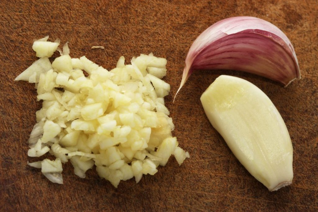allicin fresh raw garlic