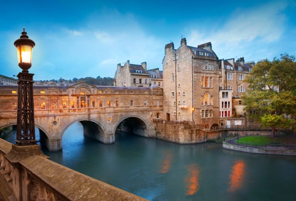Pulteney Bridge by dusk, the main tourist attraction in Bath, UK.
