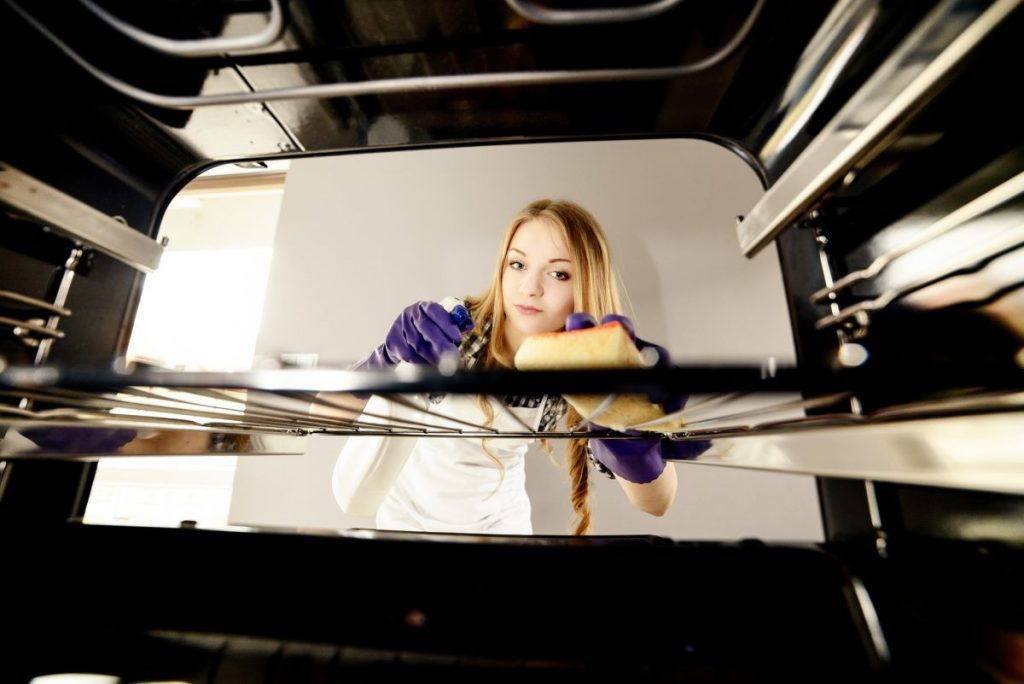 oven sponge cleaning housekeeping