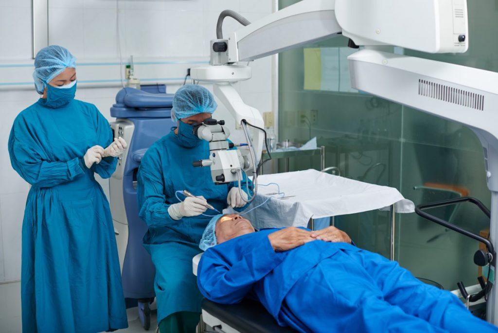 surgery transplant cornea antibiotics