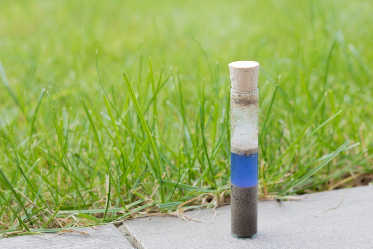 Test soil pH
