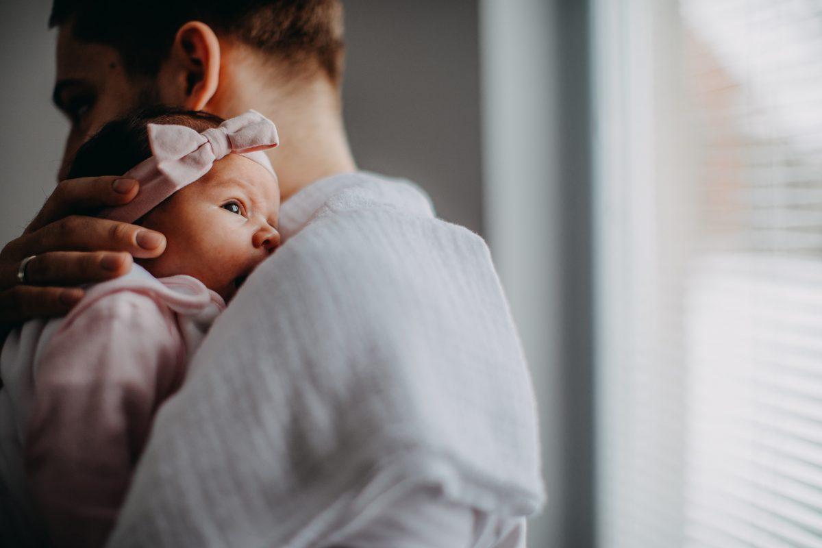 father newborn girl