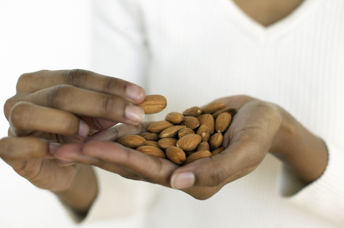 nuts almonds heart-healthy