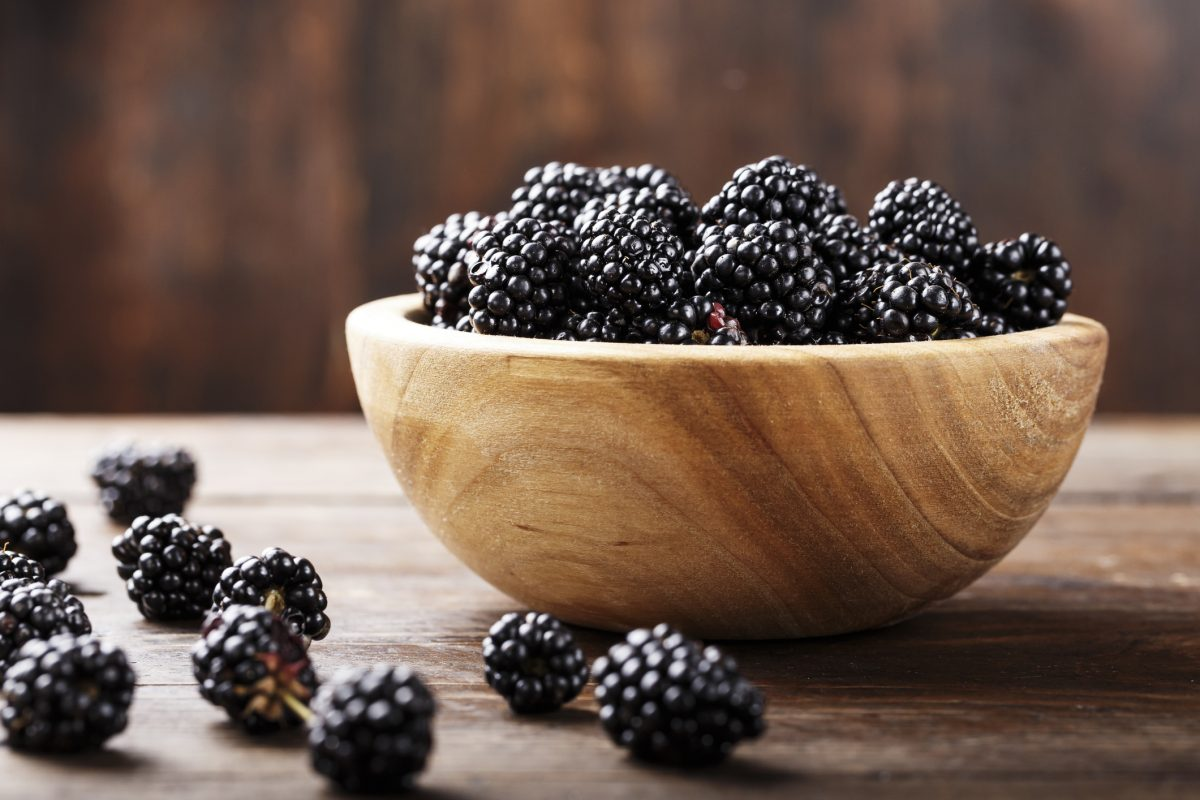 Blackberries in a bowl