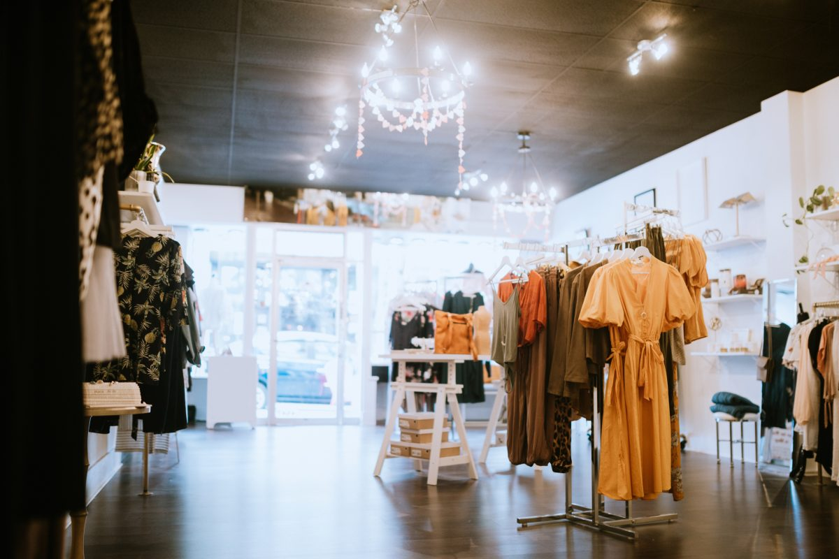 Retail, management, supervisor, outlets, specialized goods