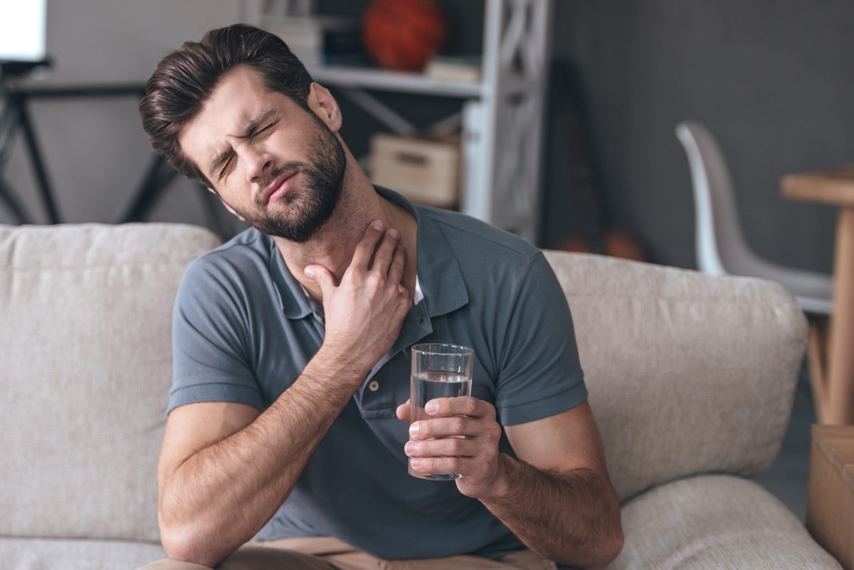man sore throat sensation