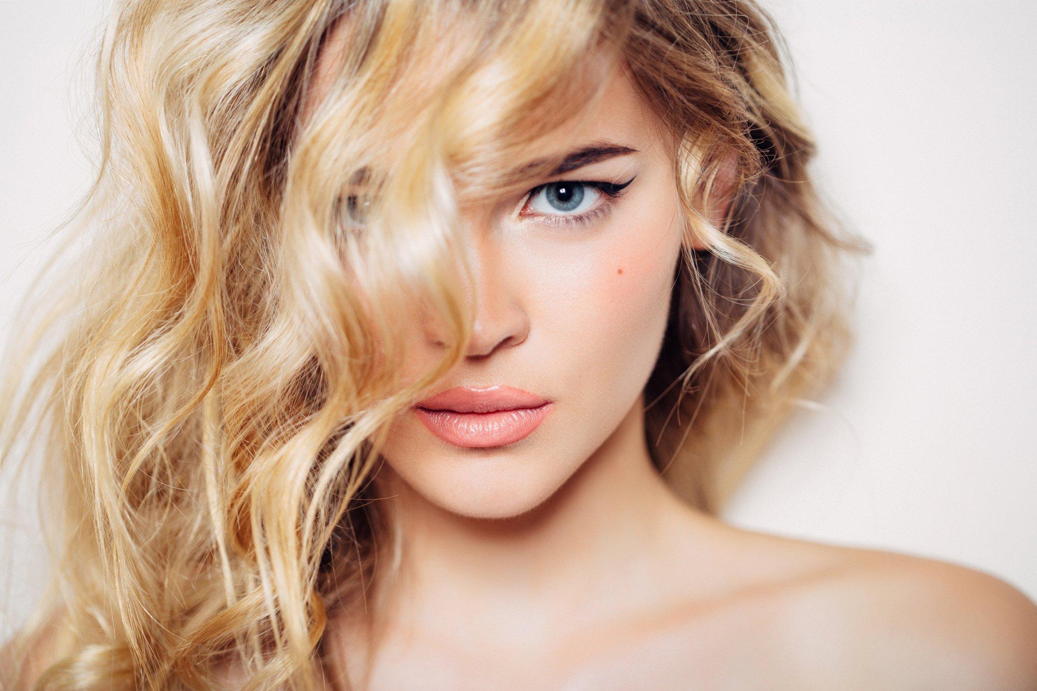 Photo shot of young beautiful woman