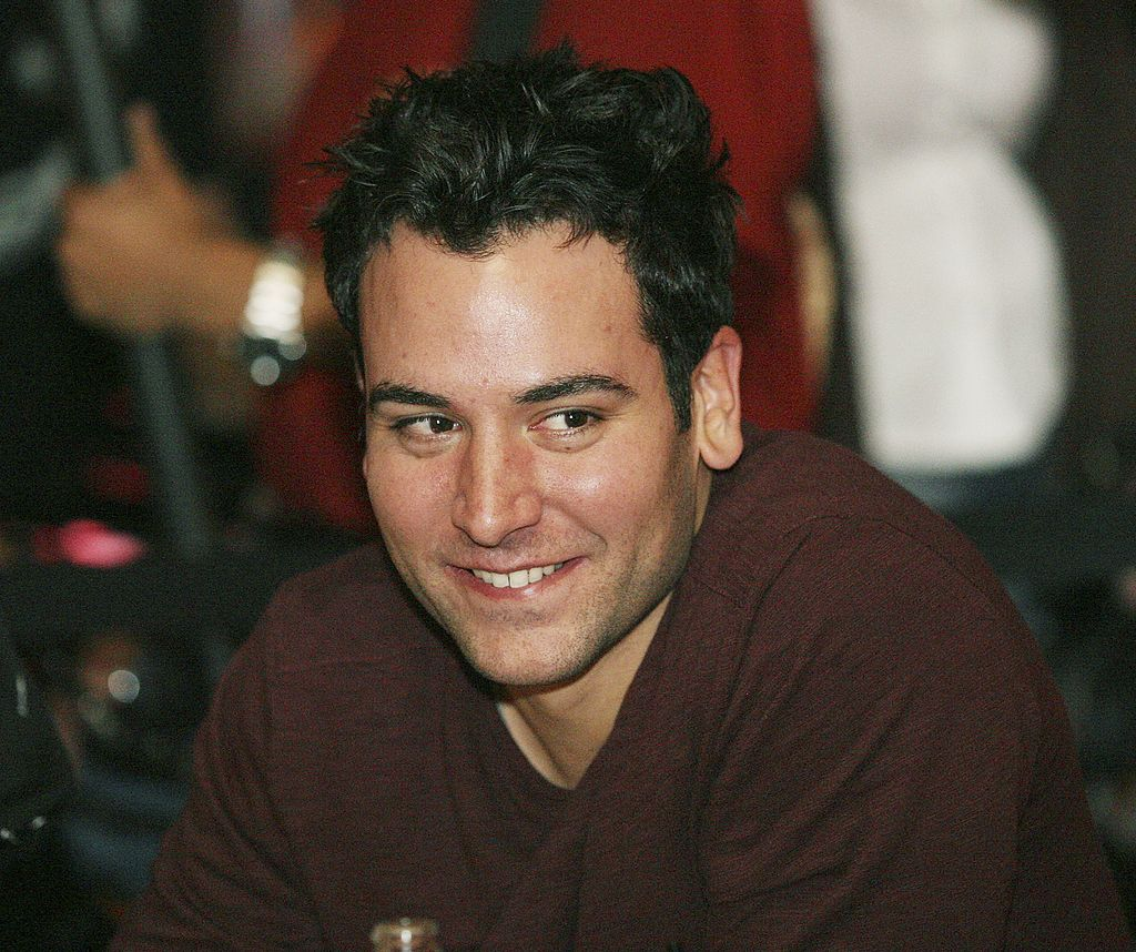 """WEST HOLLYWOOD - NOVEMBER 14: Actor Josh Radnor during judging of the """"How I Met Your Mother"""" Karaoke event at Miyagi's on November 14, 2006 in West Hollywood, California. (Photo by Frederick M. Brown/Getty Images)"""