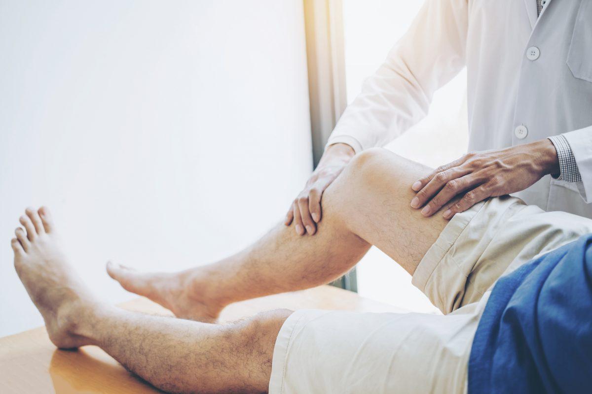 doctor leg knee joint pain