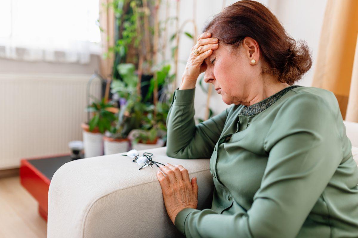 woman dizzy sepsis symptoms