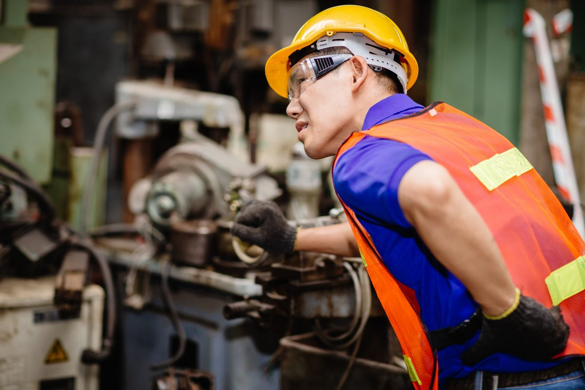 worker heavy lifting lumbar pain
