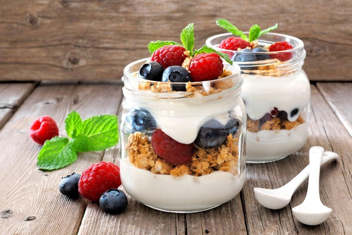 protein berries greek yogurt