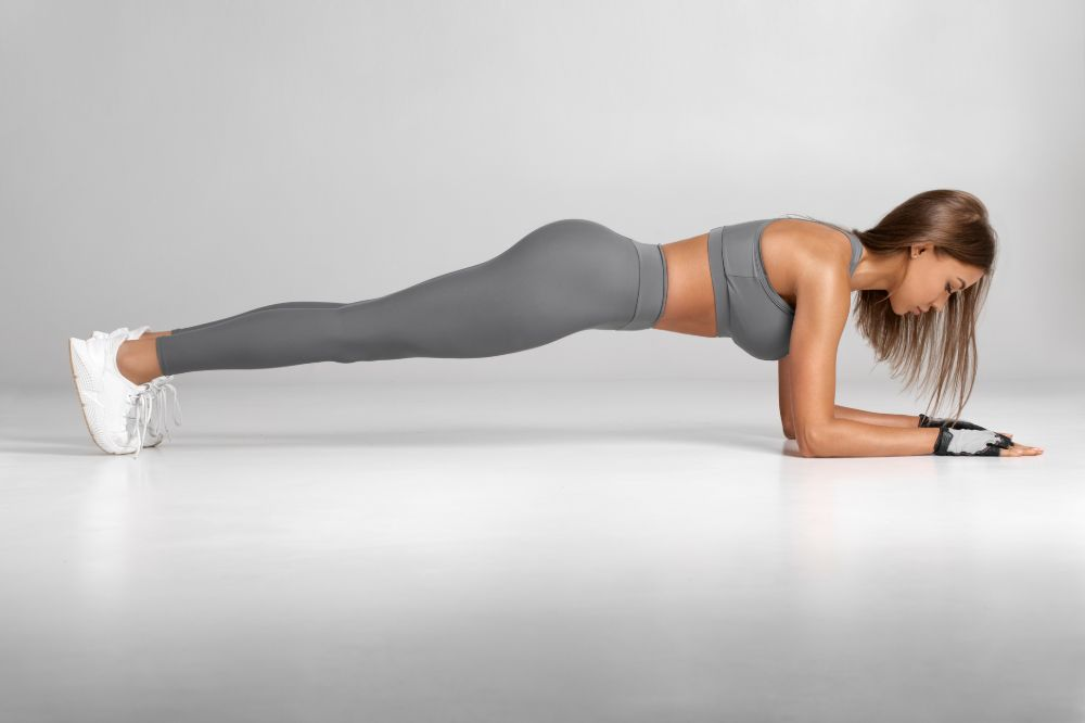woman in proper forearm plank alignment