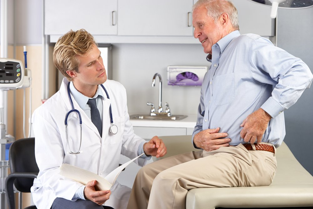 older patient showing hip pain to doctor