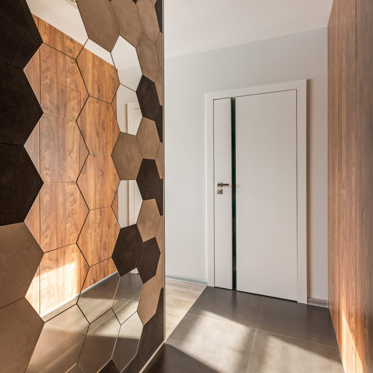 This honeycomb mirrored wall hanging makes the space look larger.
