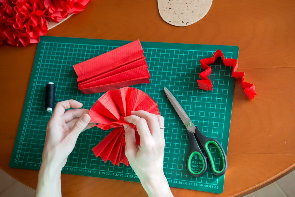 Tissue paper flowers pull pieces to the center