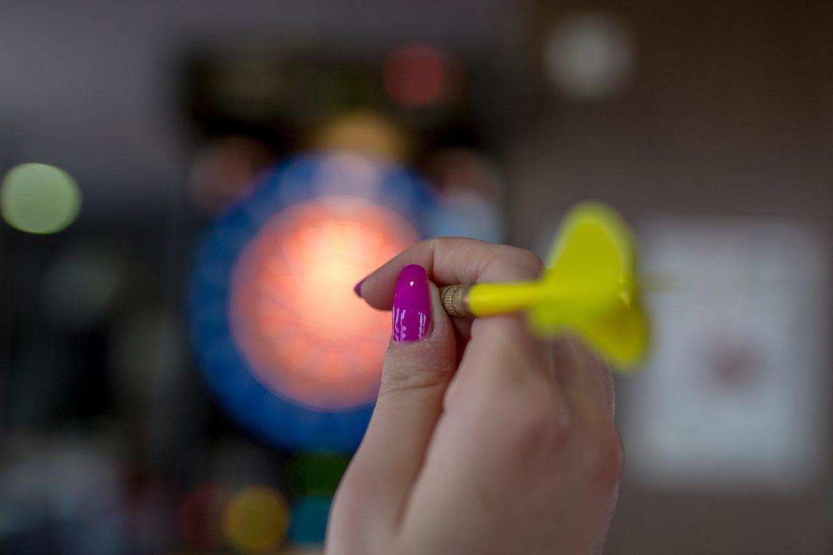 hand throwing dart